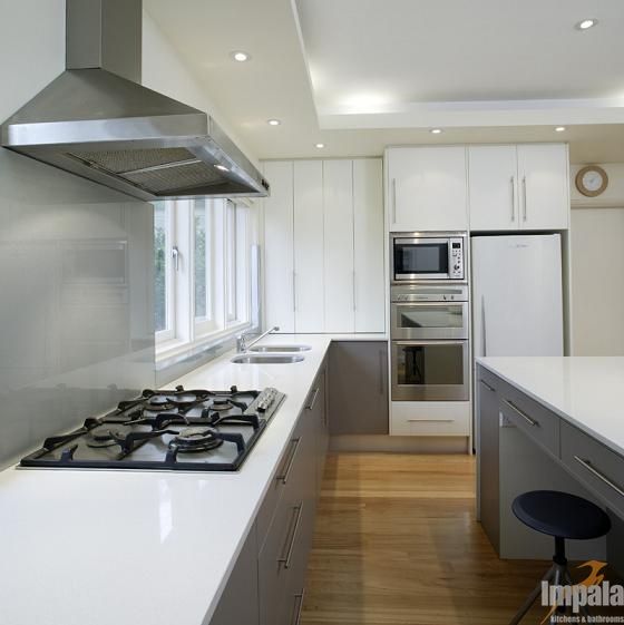 CONTEMPORARY LAMIWOOD KITCHEN
