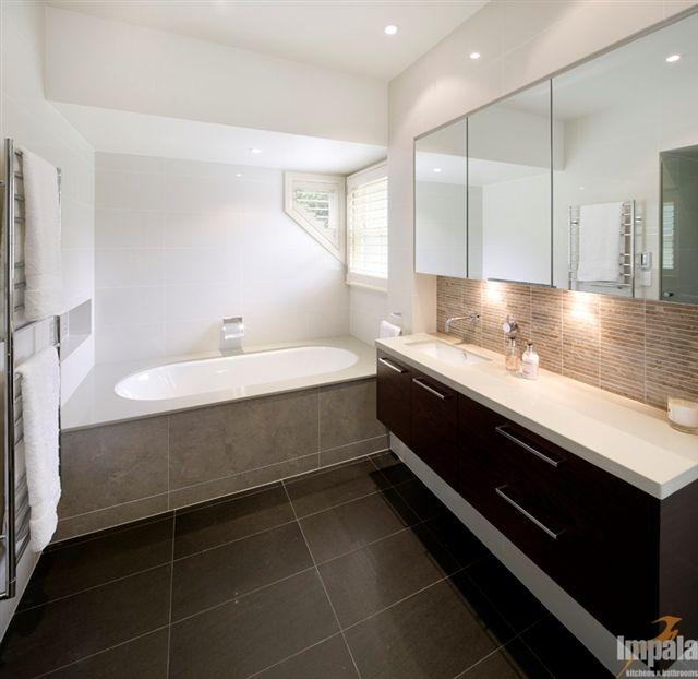 Modern Bathroom Feature Tiles : Modern bathroom