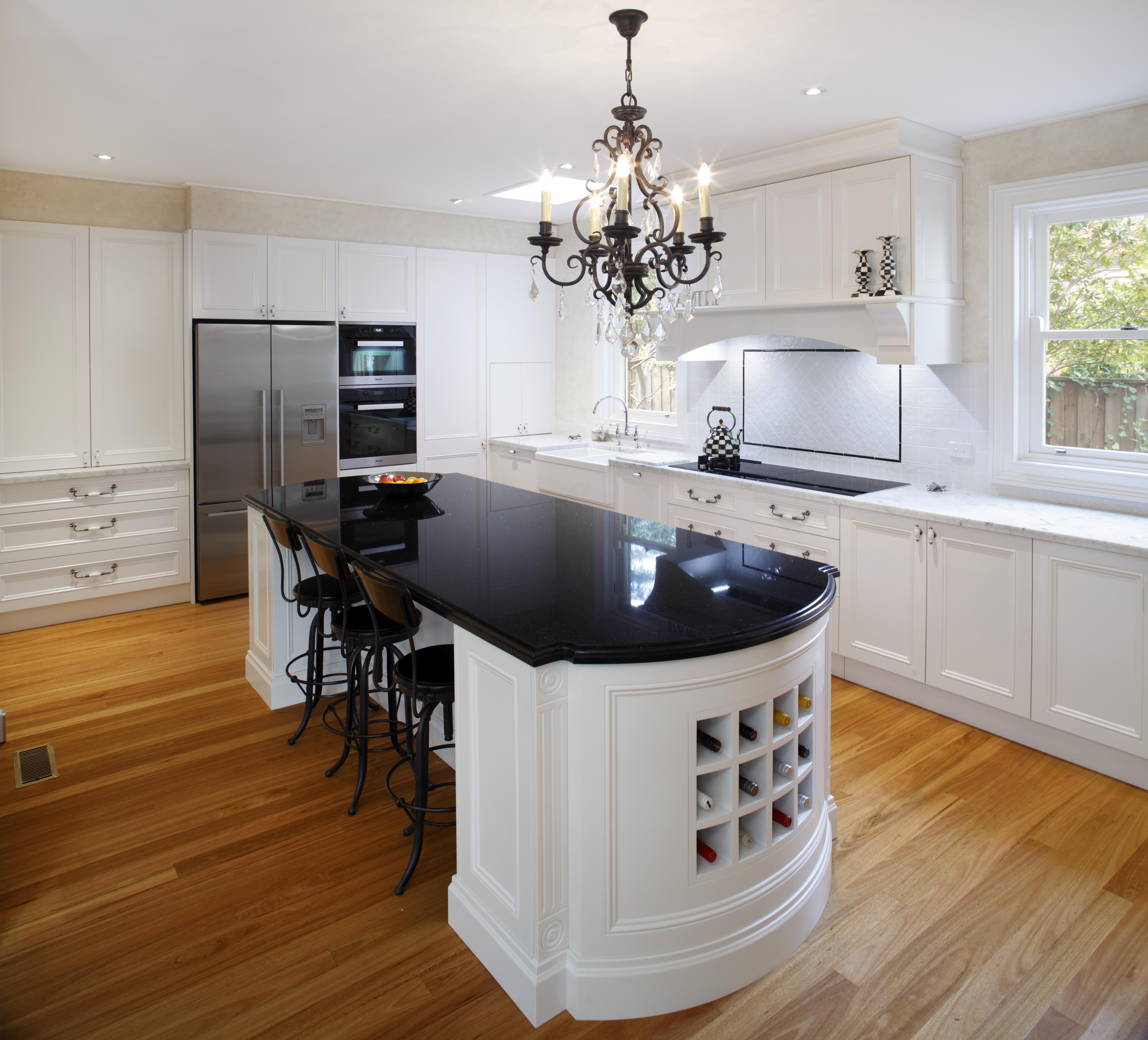 Timber Kitchen Black Benchtop: Modern Heritage